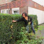 Stadträtin Mechthild Destruelle im Projekt Gartengruppe der Sozialpsychiatrischen Tagesstätte