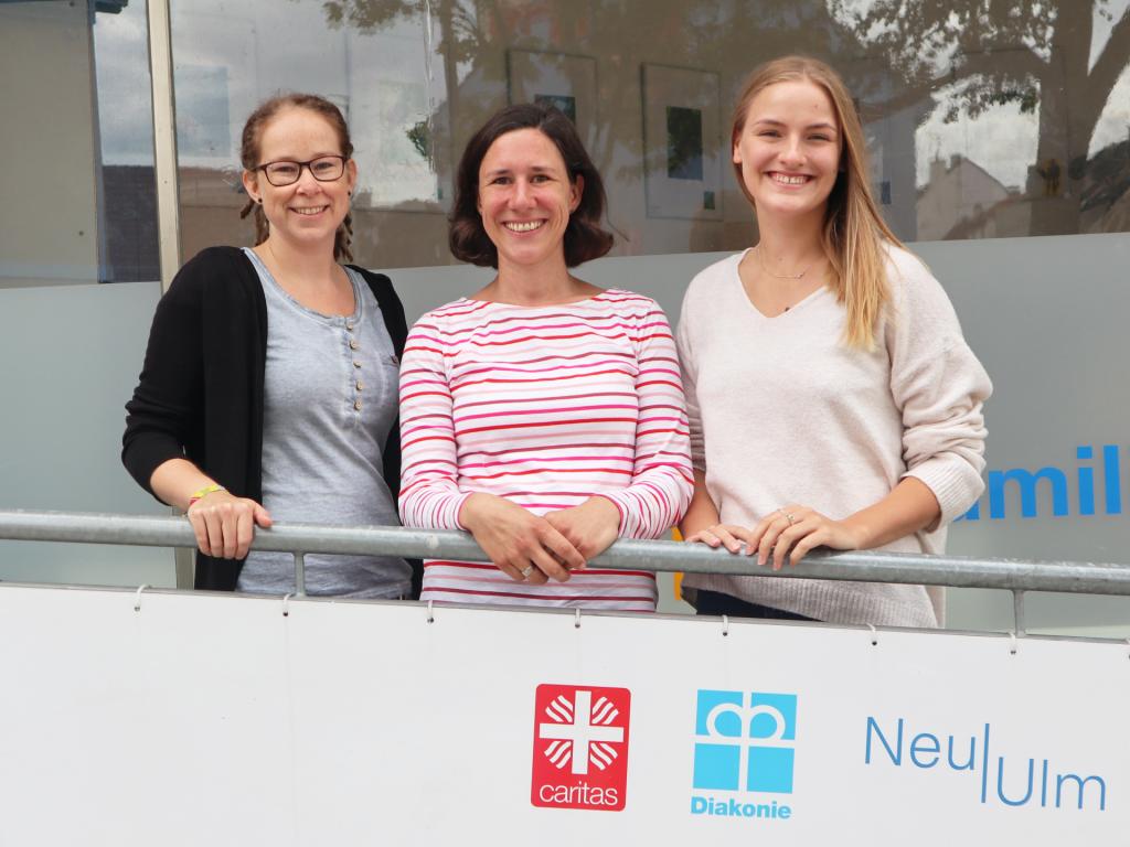 Das Team der Neu-Ulmer Ehrenamtsbörse (v.l.n.r.): Linda Hagg, Verwaltung, Melanie Echteler, Projektleitung und  Jeanette Behrens, Öffentlichkeitsarbeit.